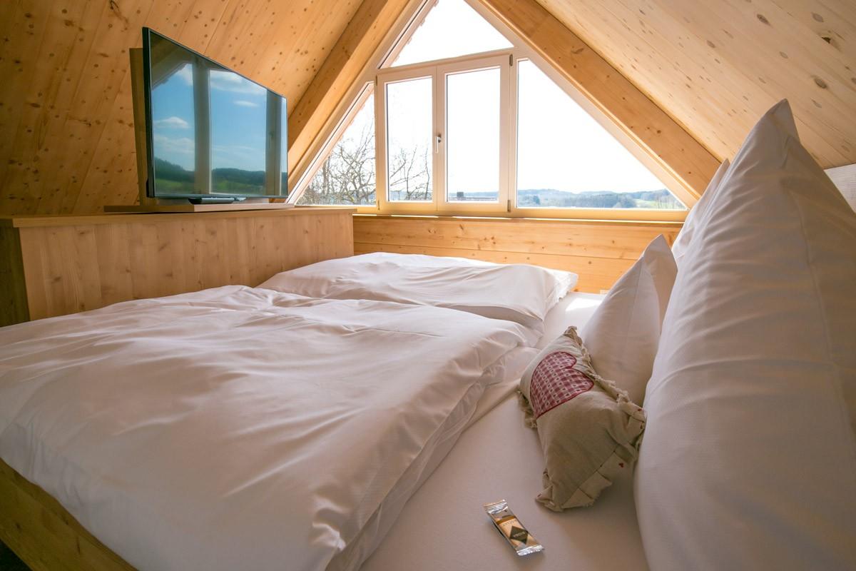 Hotel-Post-Wolfegg-Holz100-Zimmer03 - Kopie