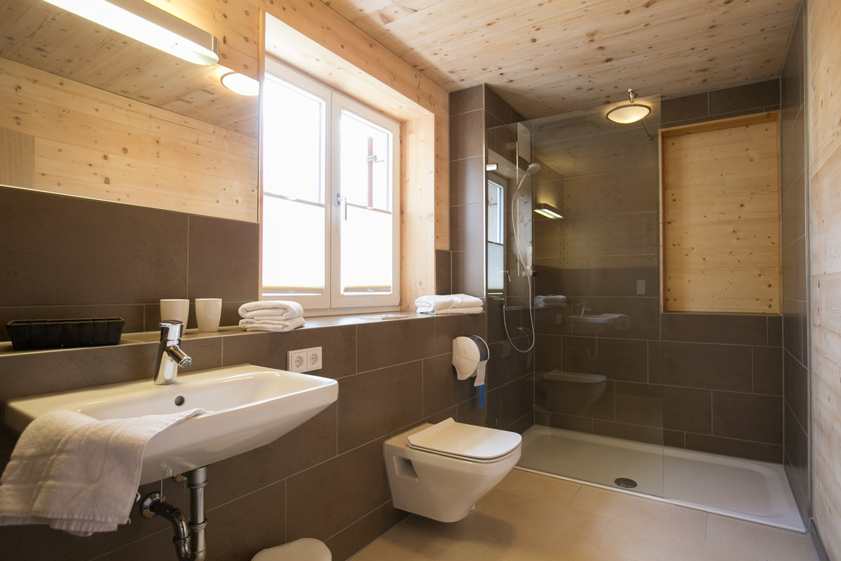 Hotel-Post-Wolfegg-Holz100-Zimmer05 - Kopie