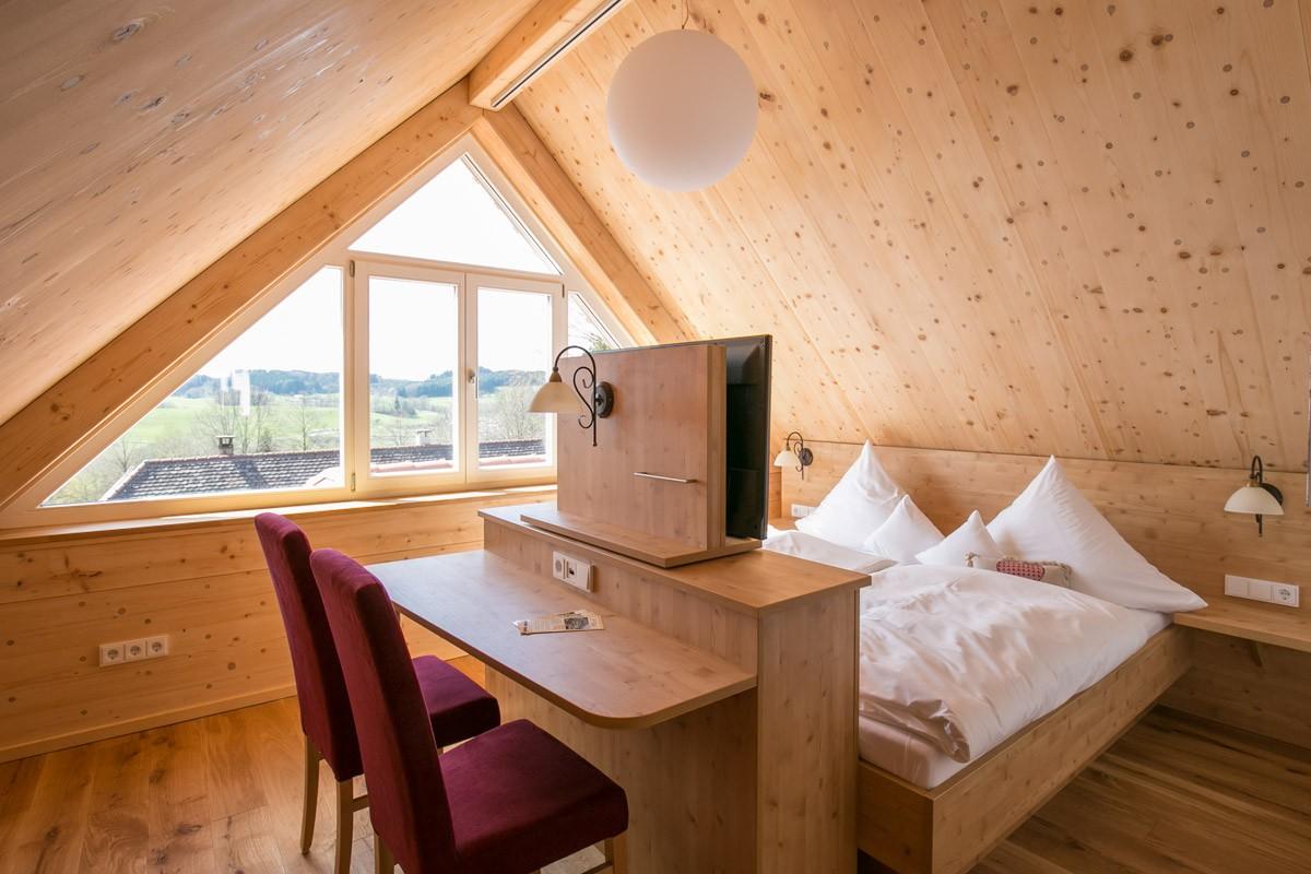 Hotel-Post-Wolfegg-Holz100-Zimmer06 - Kopie